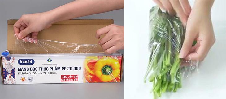 Lấy rau ra dùng màng bọc thực phẩm bọc rau lại thành nhiều lớp