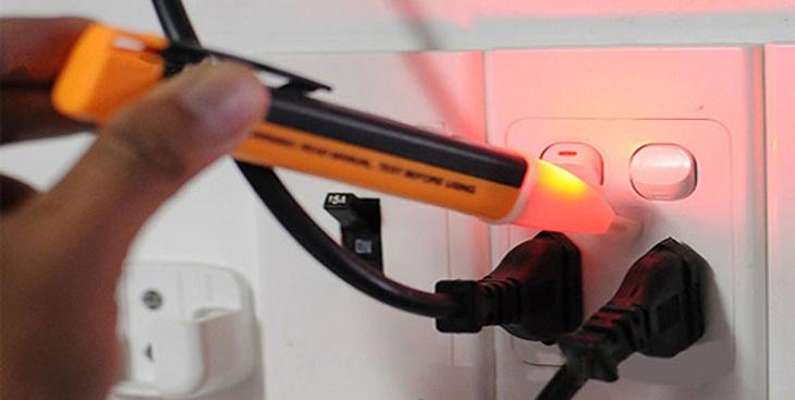 Dùng bút thử điện để phân biệt điện xoay chiều với một chiều