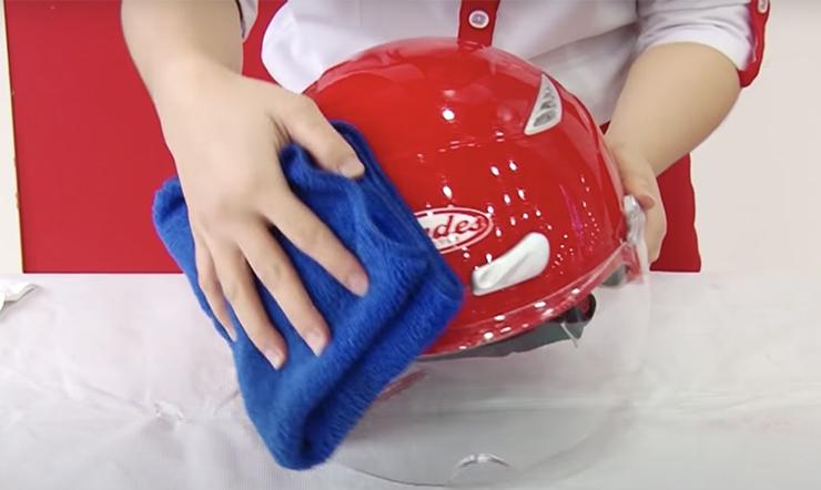 Mách bạn cách vệ sinh mũ bảo hiểm khi bị ướt thường xuyên trong mùa mưa