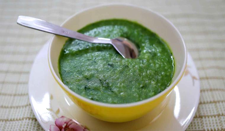Cách nấu cháo gà ác rau ngót bổ dưỡng cho bé