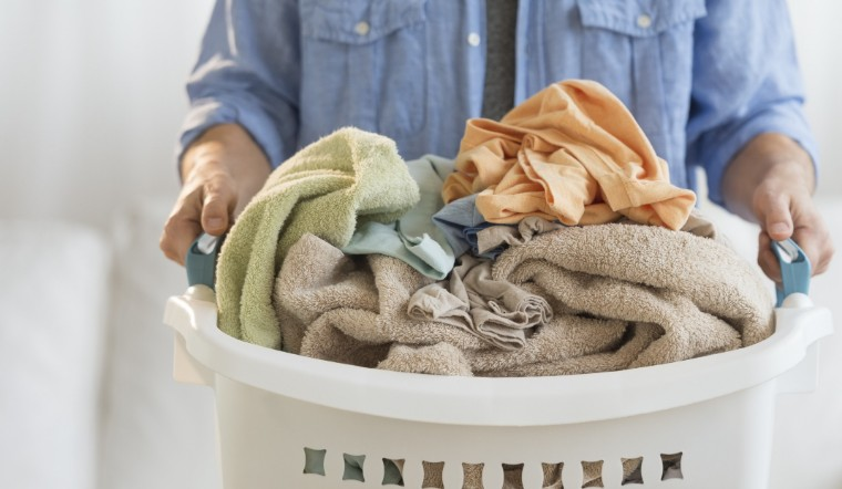 Mẹo giặt chăn khô cực nhanh vào mùa mưa