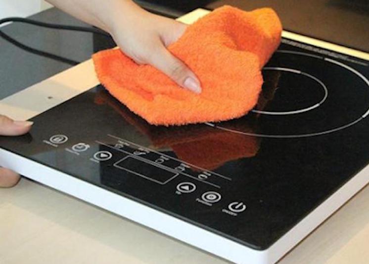 Mách chị em cách vệ sinh bếp hồng ngoại luôn sạch bong như mới