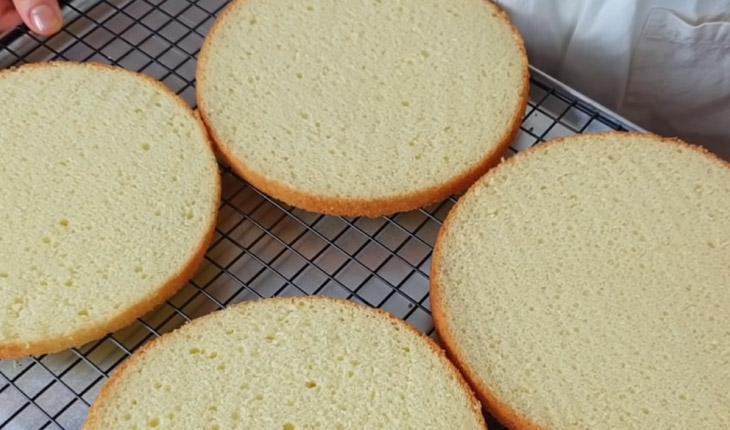 Bước 5 Cắt bánh Bánh kem trái cây