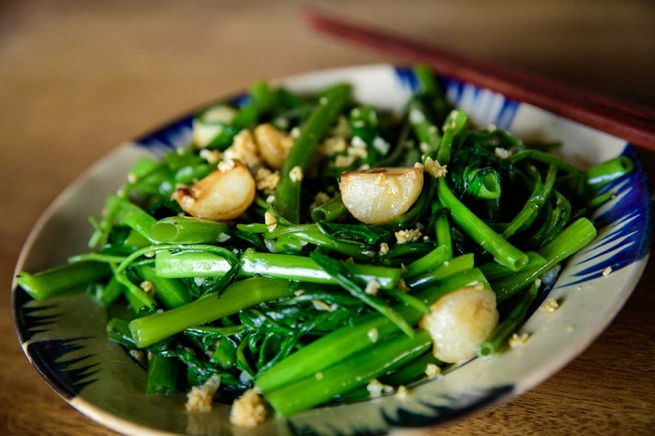 Cách làm nước sốt siêu dễ để làm rau muống xào tỏi ngon như ngoài hàng
