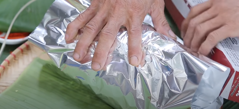 Bước 4 Bọc gà Gà đắp đất sét nướng giấy bạc