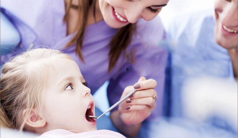 Trẻ bị dính lưỡi, xử lý như thế nào?