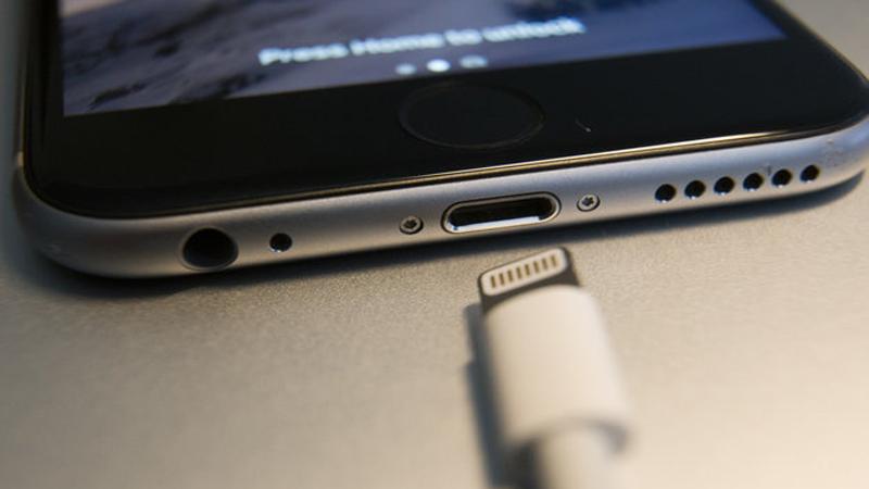 Khac-phuc-loi-iPhone-khong-sac-pin-duoc