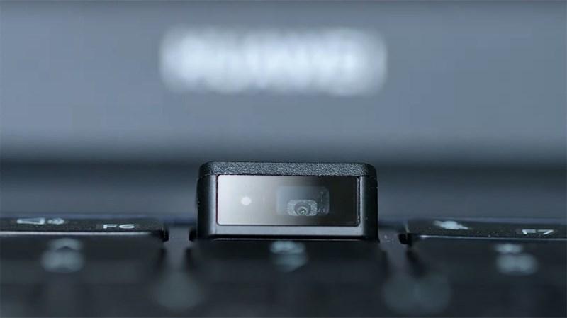 webcam bên dưới bàn phím