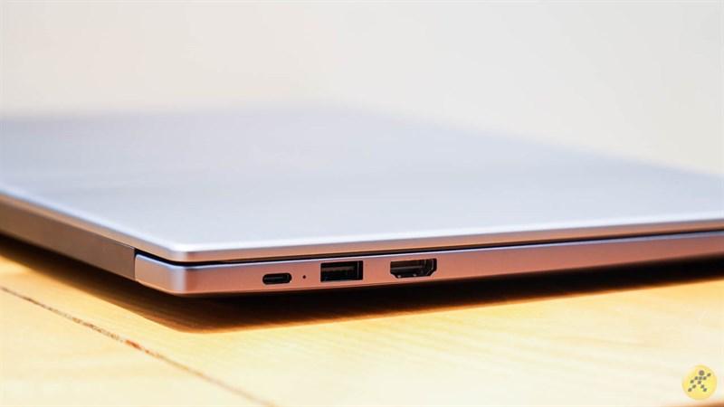 cạnh trái của Huawei MateBook D 15