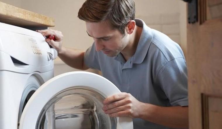 Máy giặt nhà tôi không xả nước được? Tìm hiểu nguyên nhân và cách khắc phục