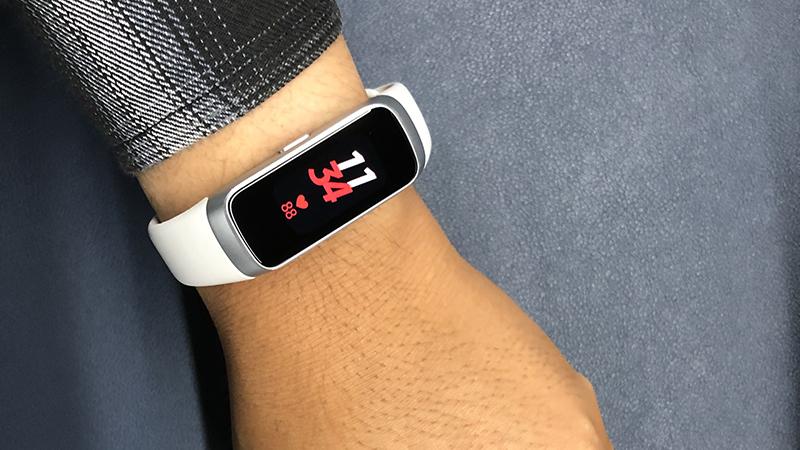 Samsung đang chuẩn bị ra mắt một thiết bị đeo mới, chiếc vòng này vừa có mặt tại FCC
