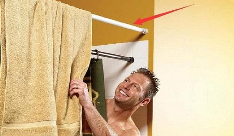 Người thông minh làm gì với phòng tắm nhỏ? Chỉ sử dụng một thanh ngang là giải quyết toàn bộ vấn đề