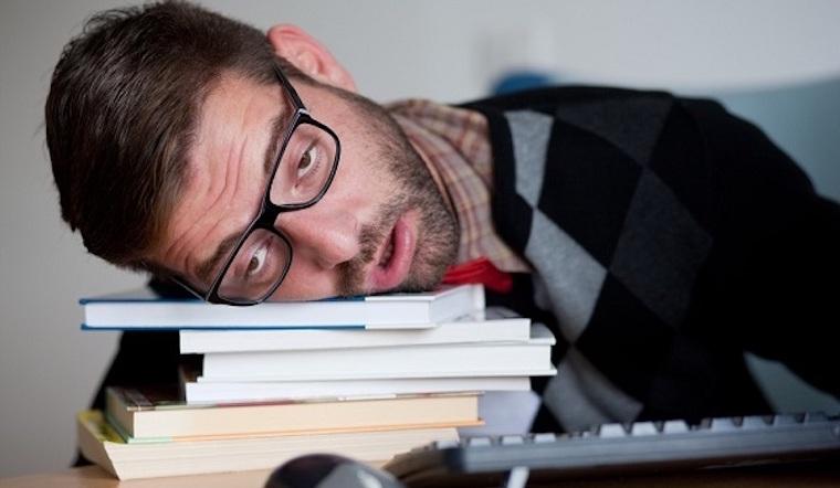 Nếu bạn ngủ nhiều vào ban ngày, ngủ bất kì lúc nào thì nên đi khám ngay nếu không muốn tim