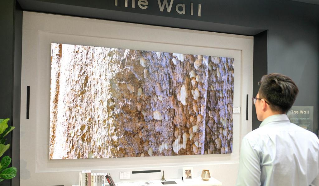 Tivi Samsung The Wall giá hơn 9 tỷ đồng về Việt Nam