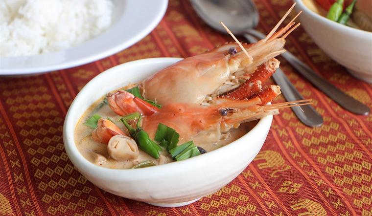 Cách nấu canh Tom Yum chua cay kiểu Thái đơn giản
