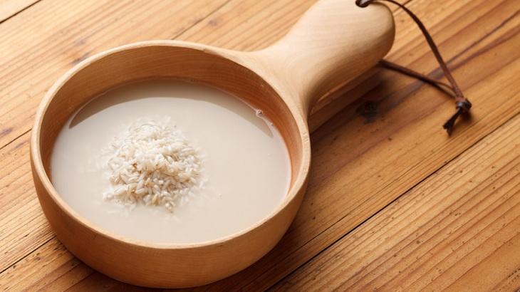 Dùng nước vo gạo