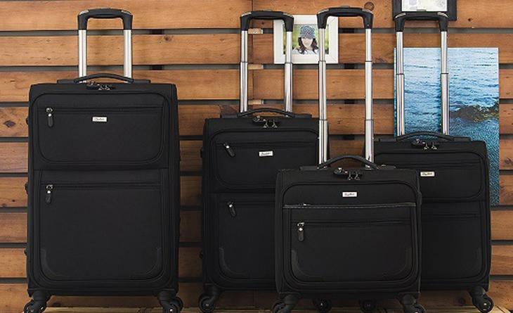 Mức giá của vali kéo vải cũng thường mềm hơn so với vali kéo bằng nhựa cứng