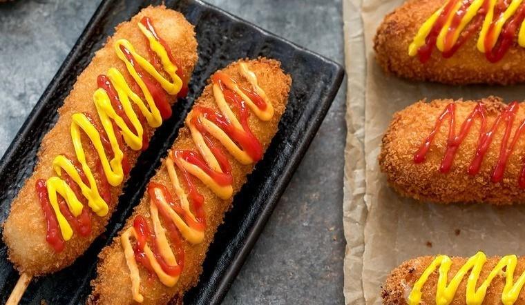 Cách làm Hot Dog Hàn Quốc siêu ngon, giòn rụm, bé thích mê