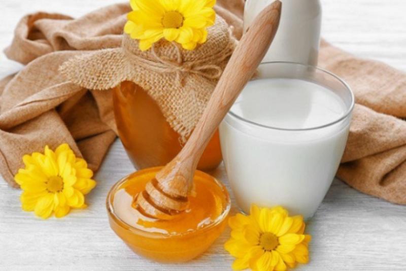Công thức làm trắng da bằng sữa bột em bé và mật ong