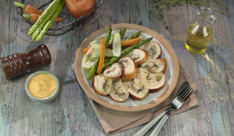 Cách làm gà nướng cỏ xạ hương độc đáo, thử rồi sẽ mê!