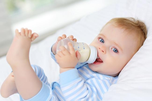 Cách đổi sữa cho trẻ sơ sinh