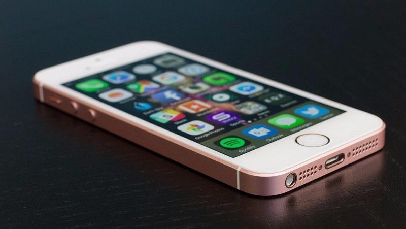 Những ai đang có ý định mua iPhone xách tay nên biết thông tin này, giá rẻ hơn vài triệu nhưng mang đầy rủi ro