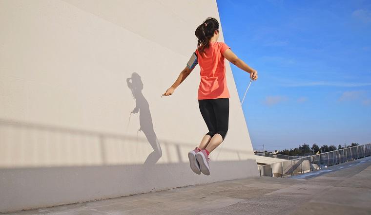 Những bài tập nhảy dây chỉ mất 10 phút/ngày để thực hiện giúp bụng phẳng, chân thon