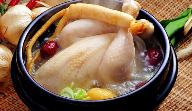 Gà hầm sâm là một món ăn nổi tiếng của Hàn Quốc