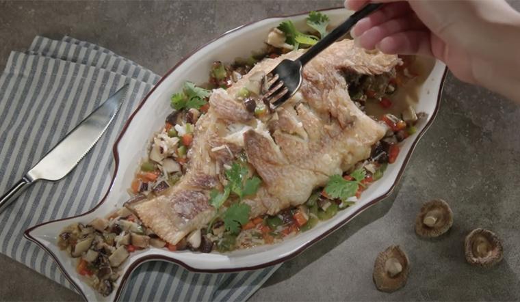 Cách làm cá chiên sốt nấm thơm ngon lạ miệng, ăn mãi chẳng muốn dừng đũa
