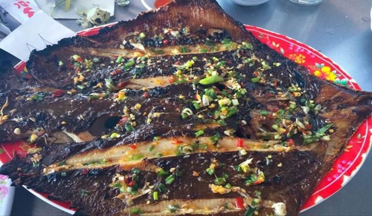 Cách làm cá đuối nướng mỡ hành ngon tê tái