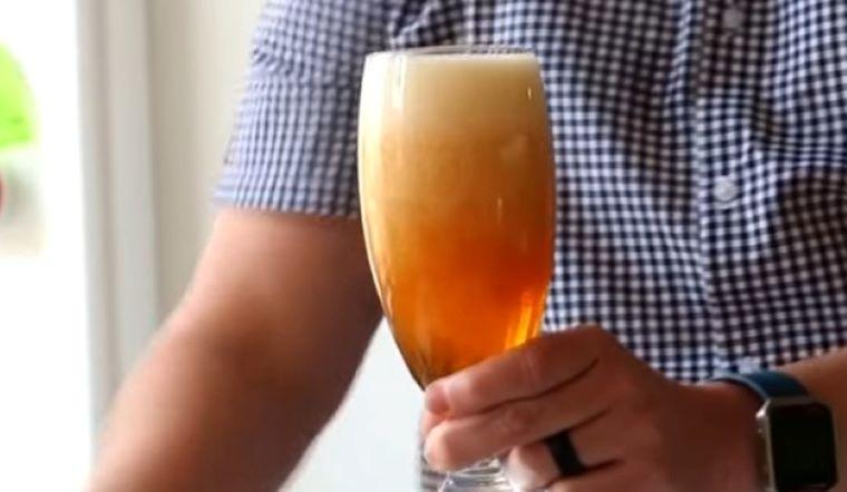 Rót bia có bọt hay không có bọt mới đúng? 90% người rót sai khiến bia mất vị ảnh hưởng sức khoẻ