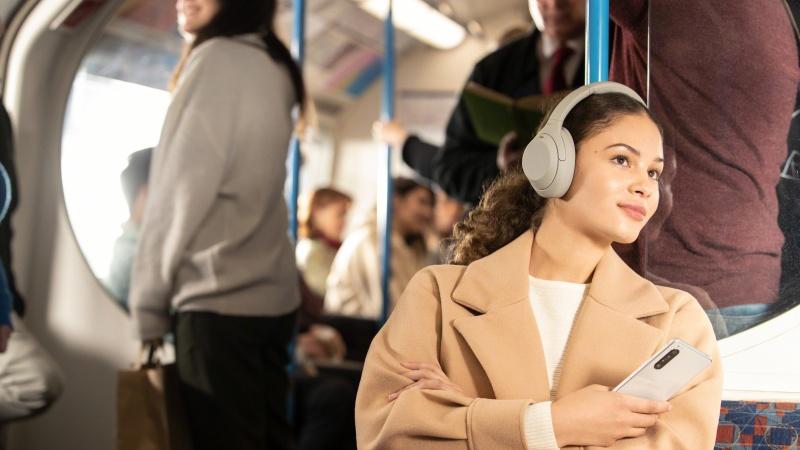 Sony ra mắt tai nghe chống ồn WH-1000XM4 tại Việt Nam