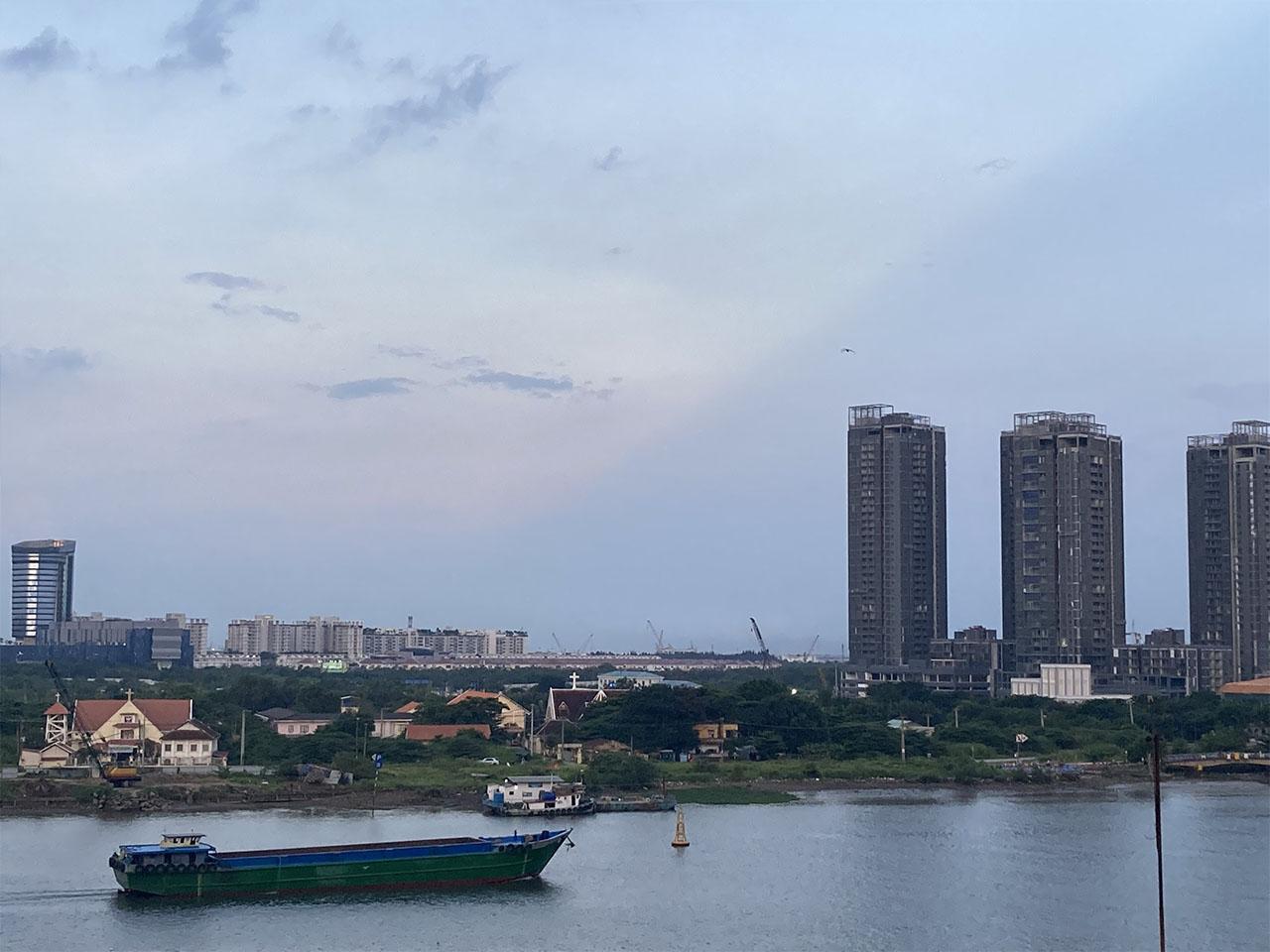 Ảnh chụp bờ sông bằng iPhone SE 2020