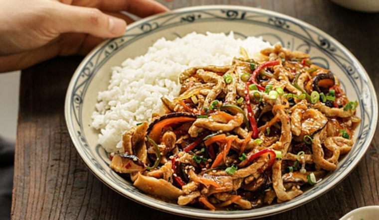 Bận bịu thì làm ngay món thịt xào rau củ theo cách này, chẳng cần nấu nướng mà lại bắt cơm
