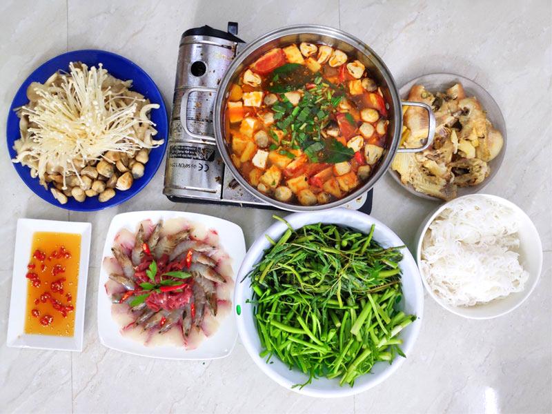 Cách nấu lẩu Thái cho 4 người ăn no căng bụng chưa tới 200 ngàn