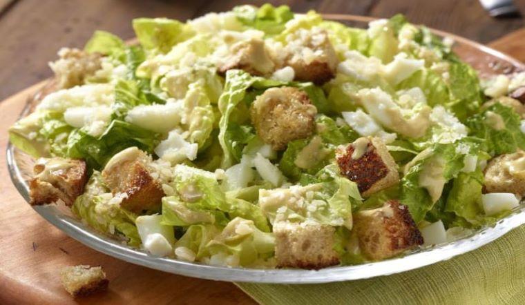 Caesar salad là gì? Cách làm caesar salad chi tiết nhất