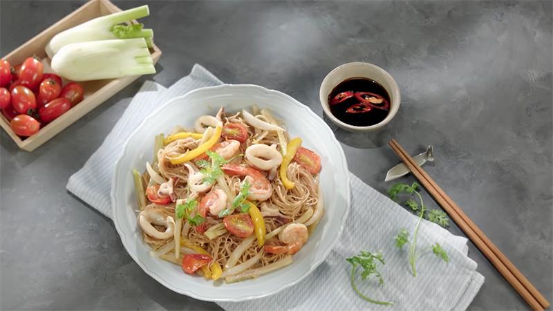 Cách làm bún xào hải sản ngon miệng cho bữa trưa ngán cơm