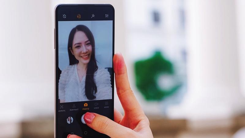 Giải pháp camera dưới màn hình sẽ định hình trải nghiệm hình ảnh trong tương lai, nghe chuyên gia chia sẻ có lý thiệt