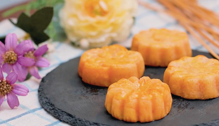 Cách làm bánh trung thu trứng muối phô mai tan chảy béo ngậy, thơm lừng mà không cần khuôn bánh