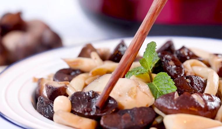 Cách làm tỏi đen xào nấm đậm đà tròn vị, bổ dưỡng cho sức khỏe