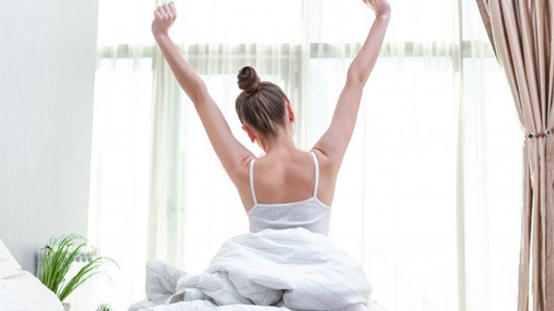 Vừa ngủ vừa ôm gối - thói quen mang lại lợi ích tuyệt vời cho sức khoẻ