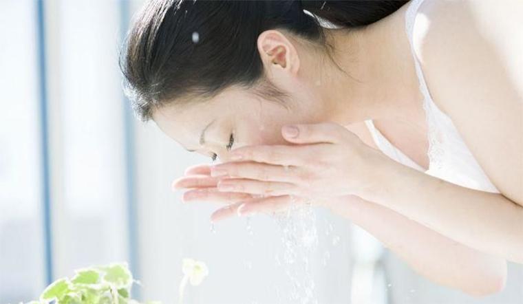 Lợi ích rửa mặt bằng nước ấm, khi nào nên rửa mặt bằng nước ấm?