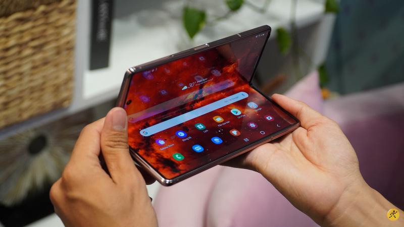 Với bản cập nhật phần mềm mới, smartphone màn hình gập Samsung Galaxy Z Fold2 sẽ được kích hoạt hỗ trợ thêm eSIM