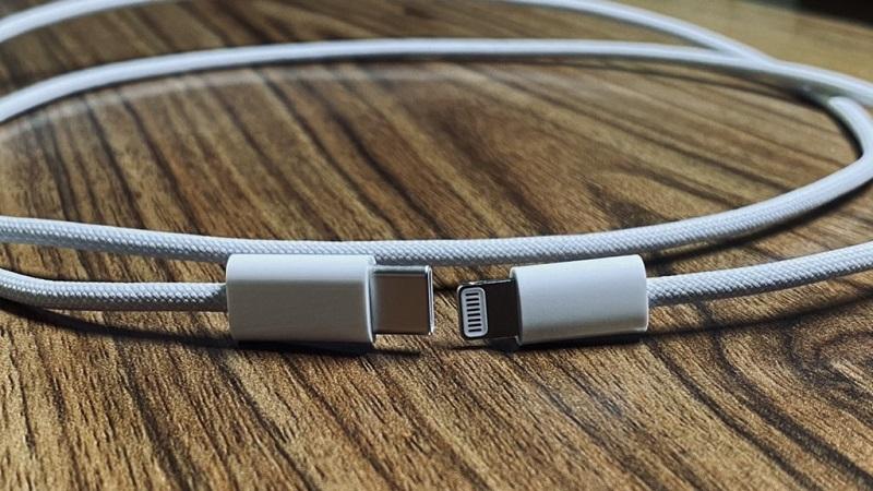 Lộ hình ảnh cáp sạc iPhone 12 có thiết kế vải bện, độ bền cao