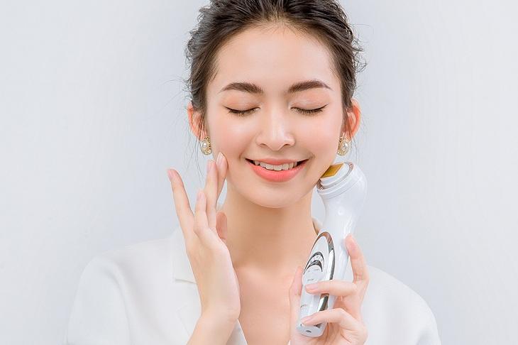 Máy massage nâng mặt