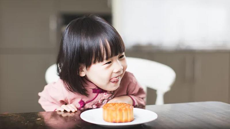 Trẻ em có nên ăn bánh trung thu?