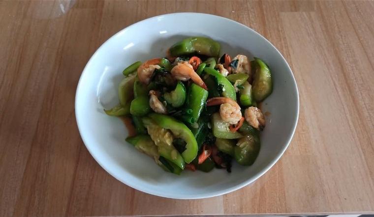 Chỉ 10 phút có ngay dĩa tôm xào mướp thơm ngon đầy đủ dinh dưỡng cho bữa trưa