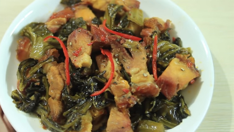Cách làm món thịt heo quay kho dưa cải chua thơm ngon tại nhà