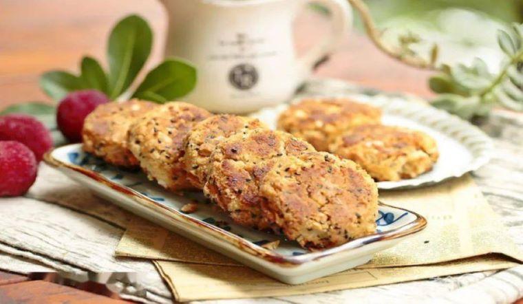 Chẳng cần lò nướng vẫn làm được bánh quy đậu phộng giòn tan, mang lên công ty ai cũng đòi ăn 'ké'