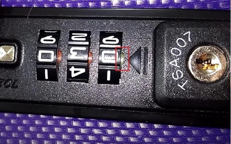 Mở khóa TSA trên vali bằng cách dò mã số thủ công